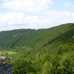 Pohled z hrádku nad Blaubeuren, ke kterému vede tato stezka